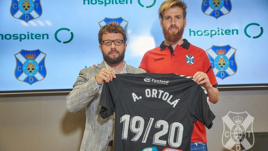 Adrián Ortolá, junto a Víctor Moreno