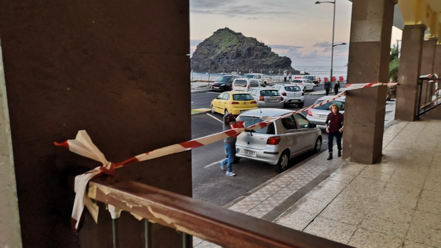 Edicifio afectado por las olas gigantes hace una semana, en la avenida marítima