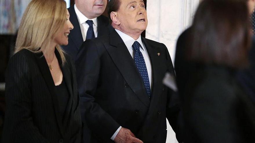 Berlusconi anuncia su intención de ser sucedido como líder de Forza Italia