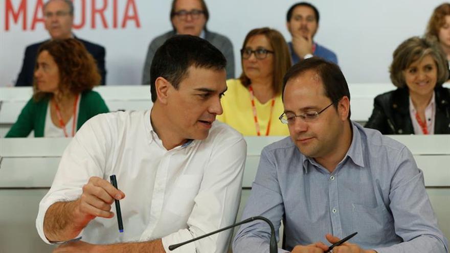 Sánchez y los barones deciden esta semana si mantienen su veto a Rajoy