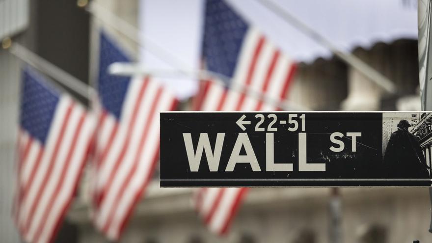 Wall Street abre sin rumbo claro ante la escasez de buenas noticias