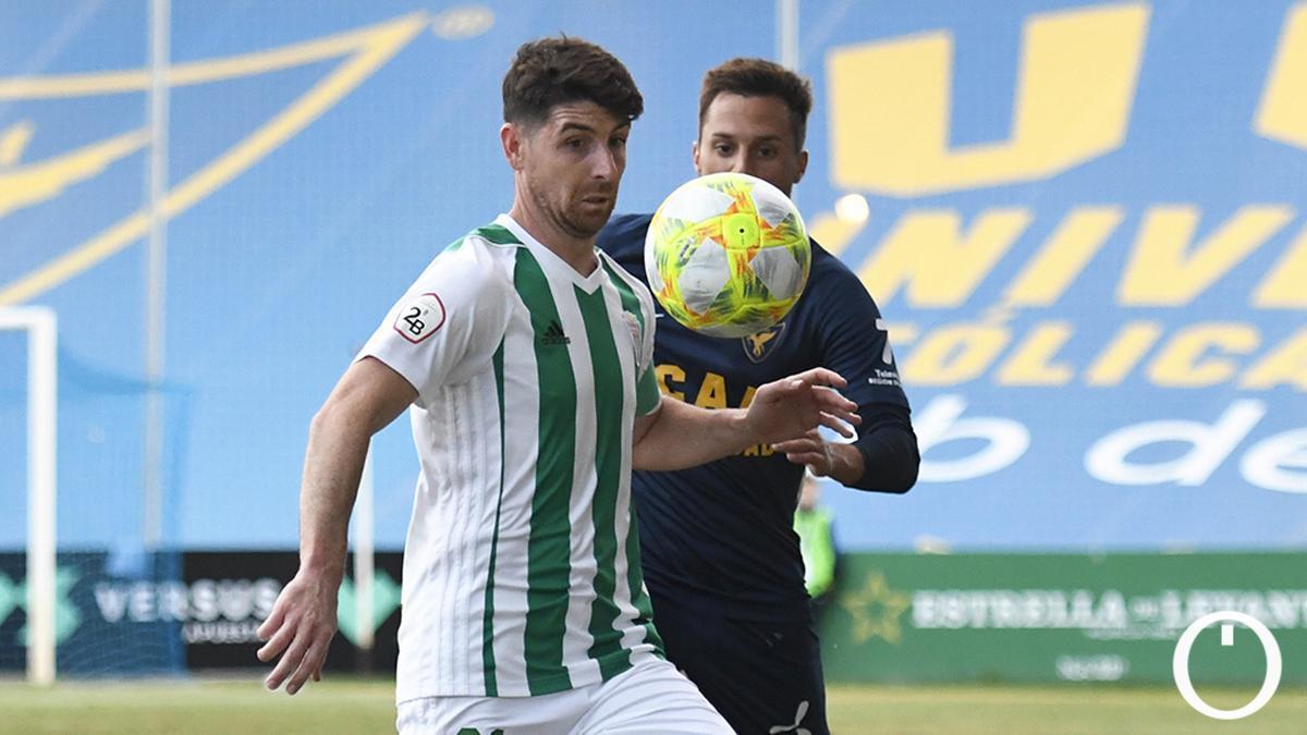Javi Flores durante el duelo de ida ante el UCAM Murcia