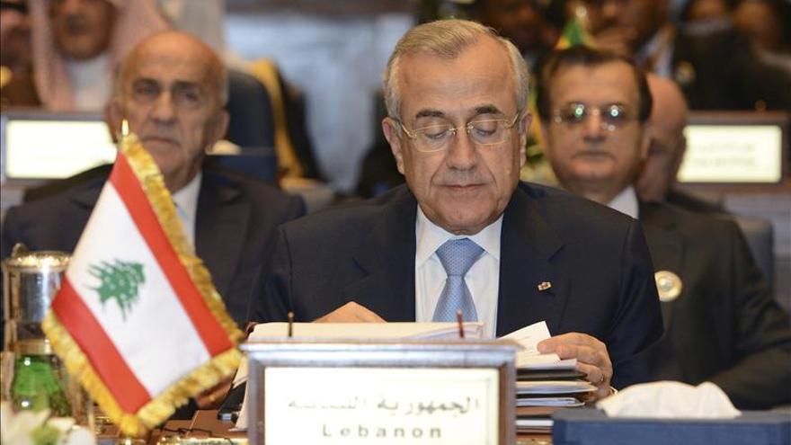 El presidente libanés da un plazo de diez días para la formación de un gobierno