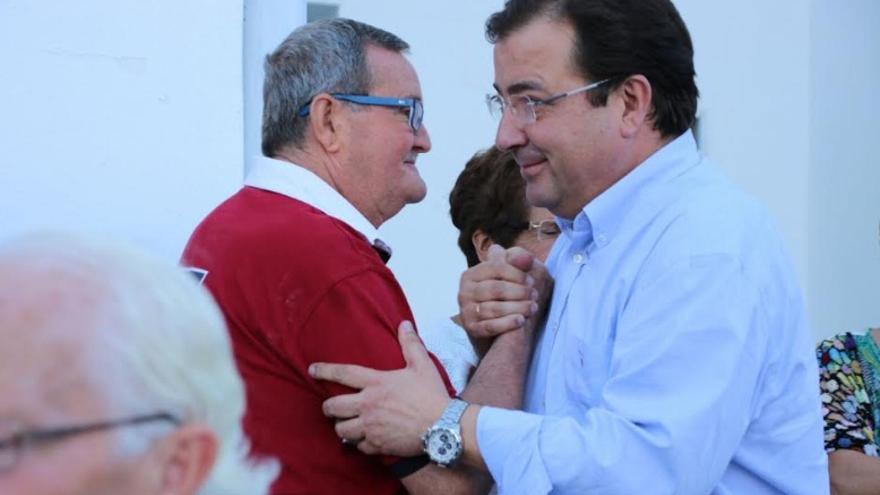 Vara, acompañado de un militante socialista en su visita a Torrecillas de la Tiesa y Trujillo