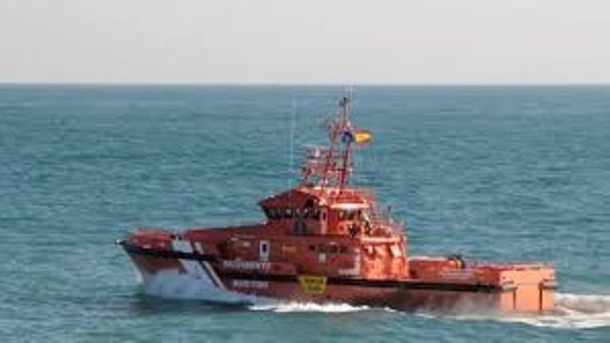 Detectadas tres pateras con 27 personas a bordo en aguas del Estrecho