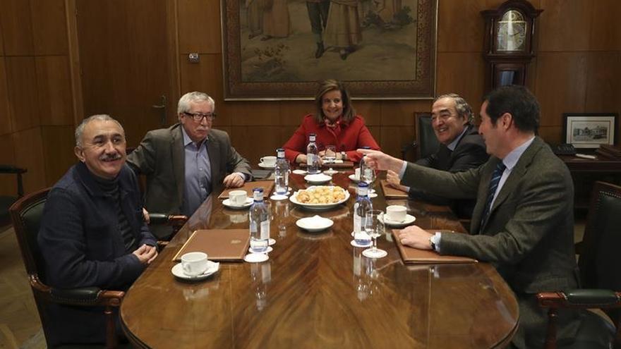 UGT y CCOO constatan que Báñez no está por negociar una subida de pensiones