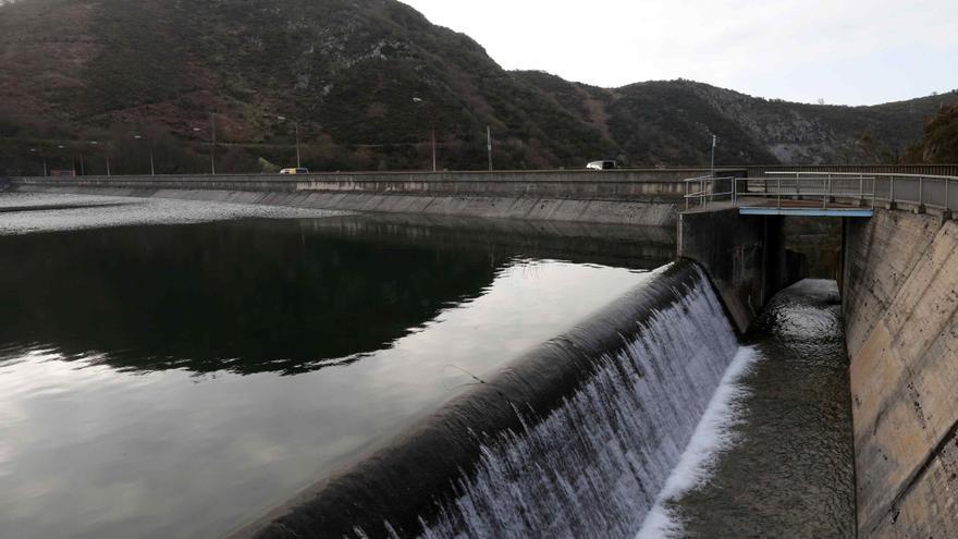 El agua embalsada sigue descendiendo y se encuentra al 62.4 % de su capacidad