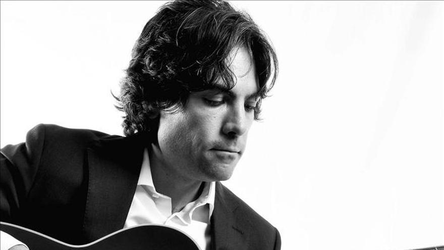 """El cantante Rodrigo Cabero se pasa al acústico en su nuevo álbum """"Amanece"""""""