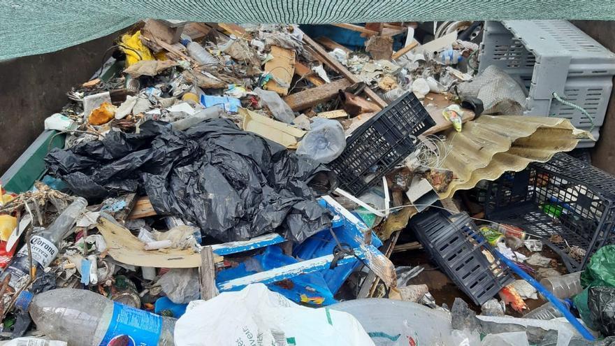 Residuo recogido por el  grupo de voluntarios que participó este domingo en la limpieza de la costa de Villa de Mazo.