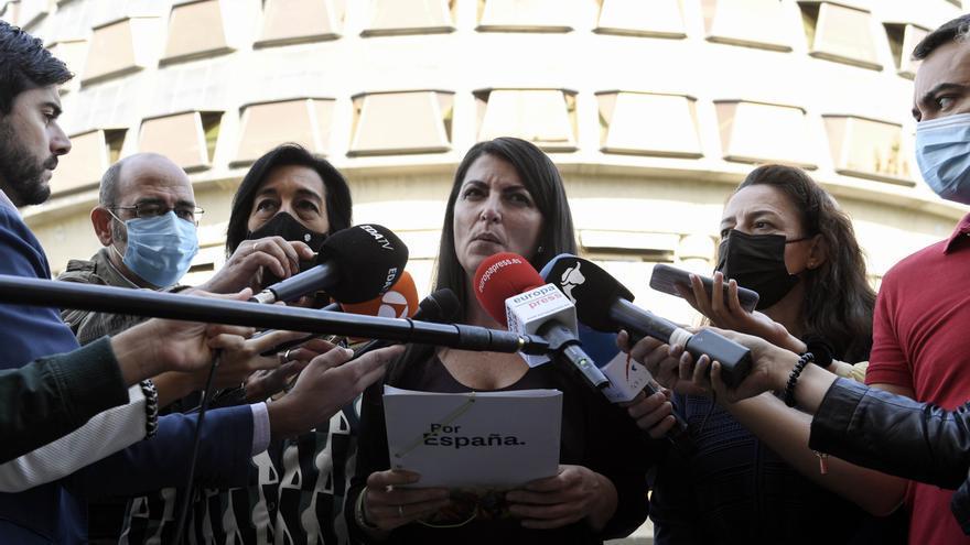 La portavoz adjunta de Vox en el Congreso, Macarena Olona, atiende a los medios de comunicación ante el Tribunal Constitucional