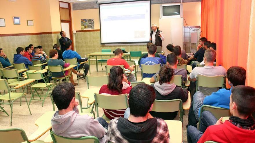 En la imagen, presentación de la iniciativa Antares-Talento a los alumnos del IES Villa de Mazo.