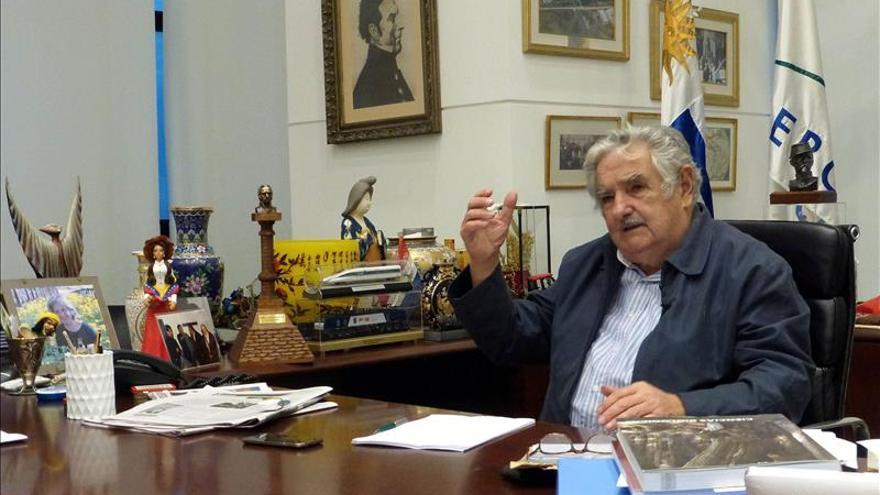 """Mujica apela a una """"firme educación en tolerancia"""" en el aniversario del Holocausto"""