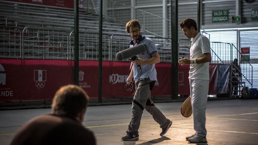 El realizador Andrés Salaberri, en el centro de la imagen, durante el rodaje de 'Las pelotaris' / Foto: Daniel Burgui.