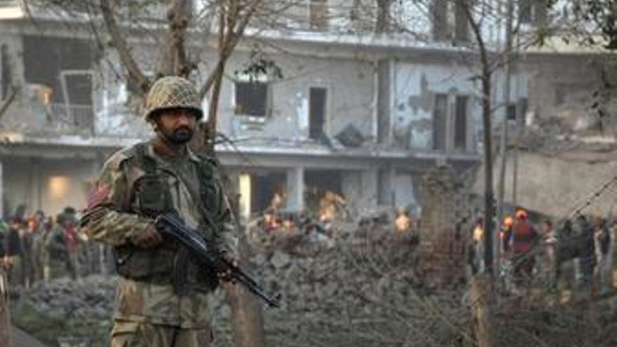 Atentado contra la agencia de inteligencia en Peshawar