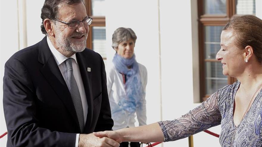 Rajoy, recibido por Tusk, Juncker y Fico al llegar a la cumbre de Bratislava