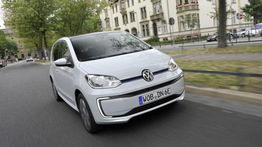 Por tamaño y motorización, pocos coches más válidos que el e-up! para circular por ciudad.