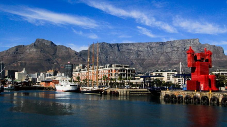 Table Mountain desde el Waterfront de Ciudad del Cabo.