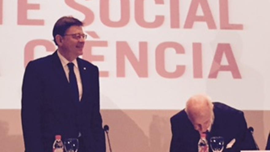 Ximo Puig, con Santiago Grisolía, presidente del Consell Valencià de Cultura, en la presentación del pacto social por la ciencia.