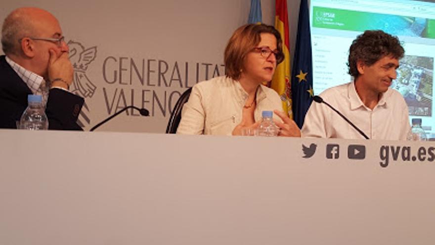 La consellera Elena Cebrián y el gerente de la Epsar, Enrique Lapuente.