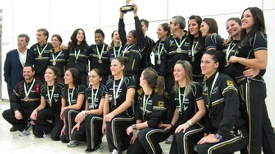La Selección Española Femenina De Balonmano Con Su Bronce