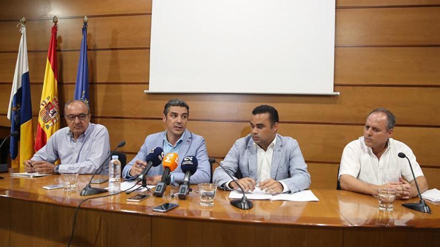 José Juan Bonny (Fedex), Narvay Quintero (consejero de Agricultura), Abel Morales (viceconsejero del Sector Primario) y Francisco Echandi (Aceto), este jueves en Santa Cruz
