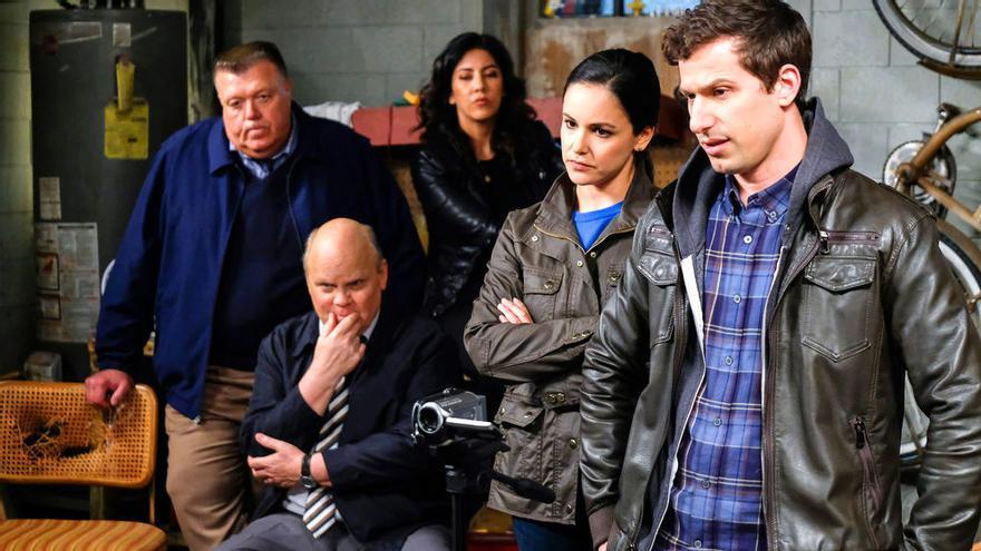 NBC renueva 'Brooklyn nine nine' por una 8ª temporada, sorprendiendo a sus fans y su reparto