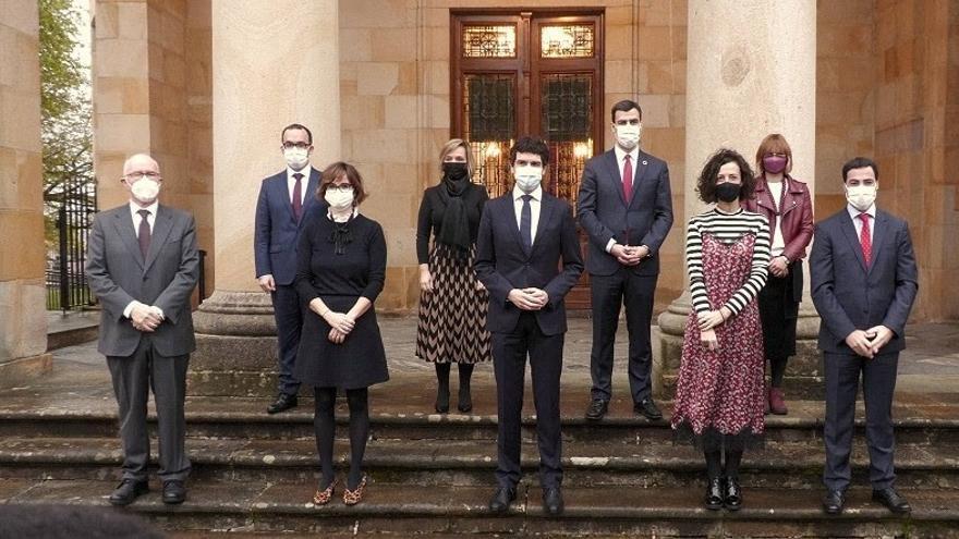 El Gobierno de la Diputación de Bizkaia tras la toma de posesión de Amaia Antxustegi y Elixabete Etxanobe