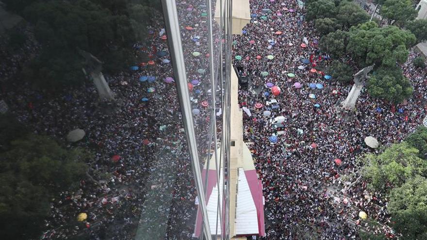Bolsonaro recibe el alta y enfrenta la resistencia de miles de mujeres en Brasil