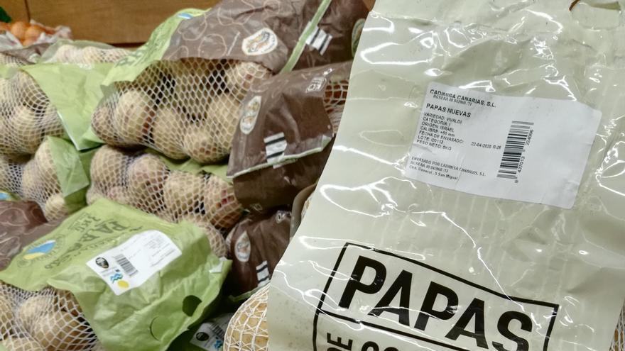 Papas procedentes de Israel y bajo la marca Cadimisa Canarias SL, en un supermercado de Tenerife