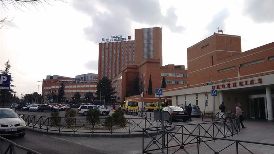 Dos heridos graves al salirse de la vía la moto en la que viajaban en Madrid