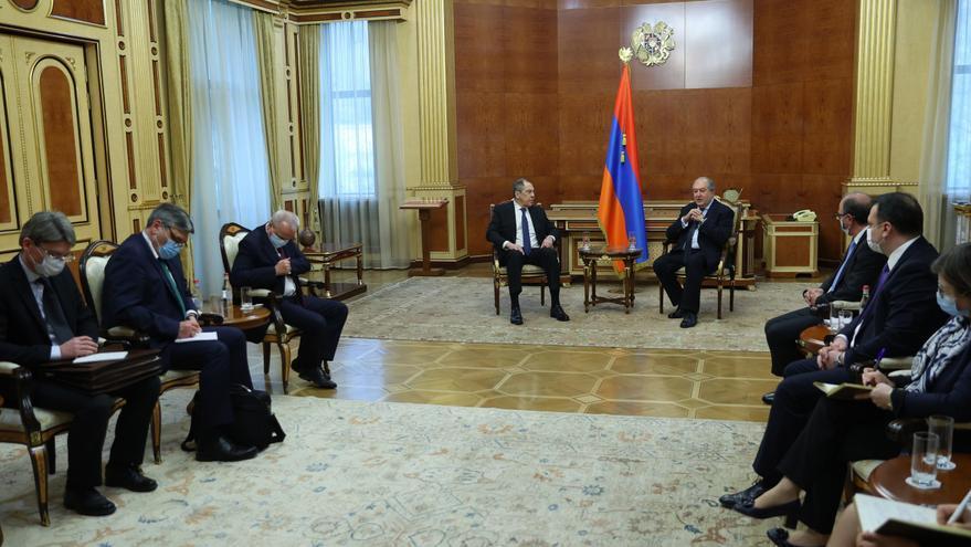 Rusia recibe de Armenia garantías de que cumplirá el acuerdo sobre el Karabaj