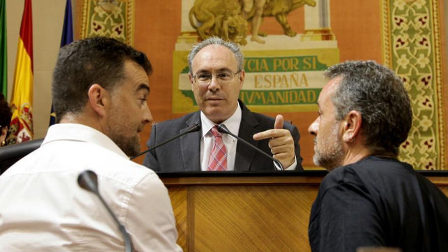 José Antonio Castro y Antonio Maíllo hablan con Juan Pablo Durán.