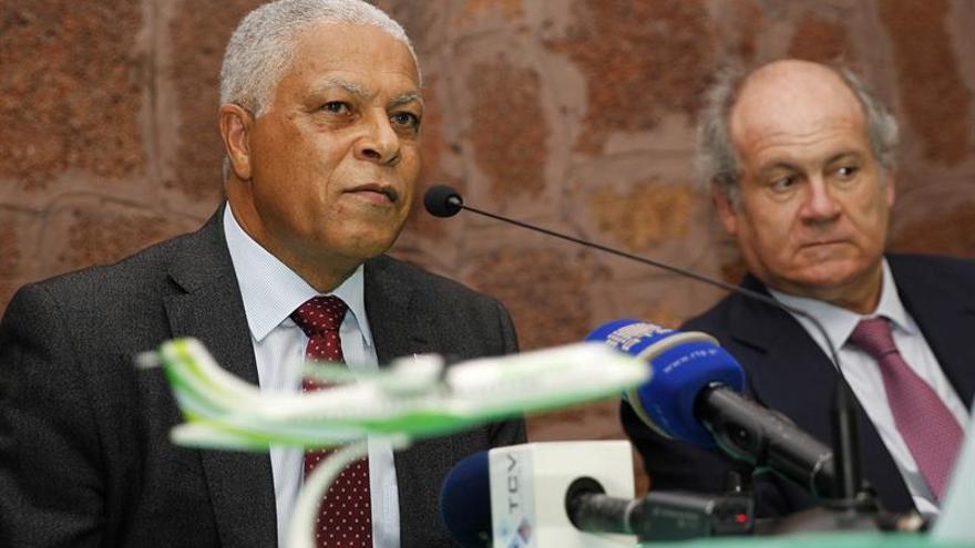 Pedro Agustín del Castillo (derecha), y José Gonçalves, ministro de Economía y Transportes de Cabo Verde