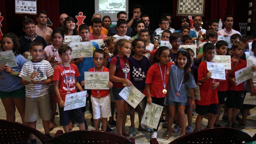 En la imagen, un grupo de niños en un anterior torneo.