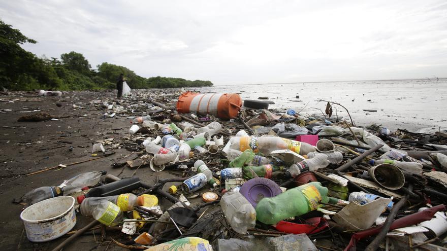 La basura marina en cifras: el 80% es plástico, sobre todo bolsas y botellas