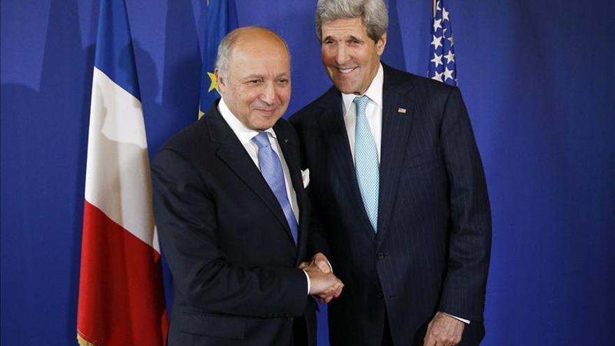 Kerry se reúne con Fabius en París para preparar las negociaciones sobre Irán