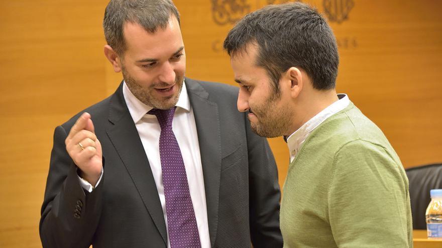 El diputado de Compromís Jordi Juan junto al conseller de Educación y Cultura, Vicent Marzà, en las Corts