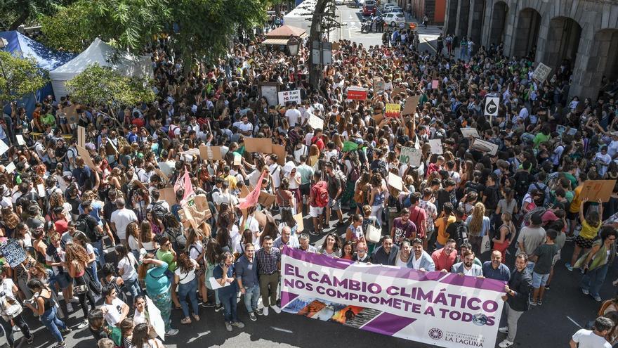 Unas 1.500 personas marchan en La Laguna para exigir medidas contra el cambio climático este 27S.