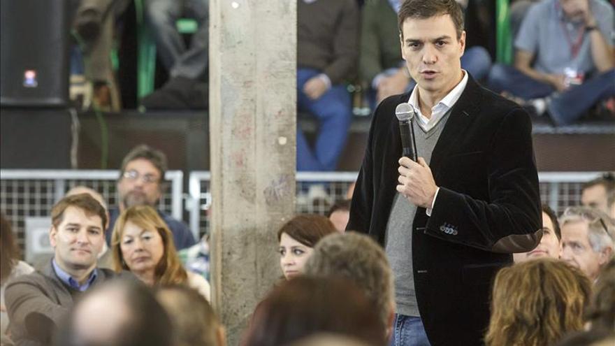 Sánchez dice que si Rajoy quiere defender España que empiece por el Estado de bienestar