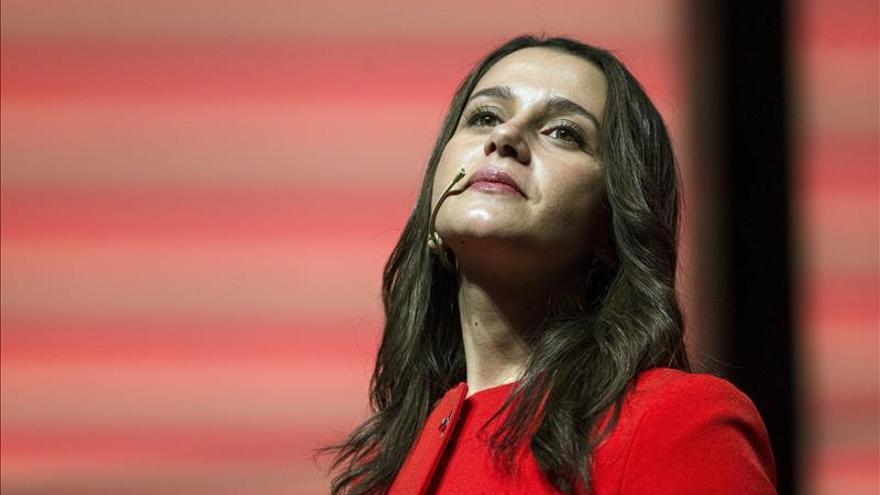 Arrimadas cree que los españoles votarán a Rivera con la misma sonrisa que a Suárez
