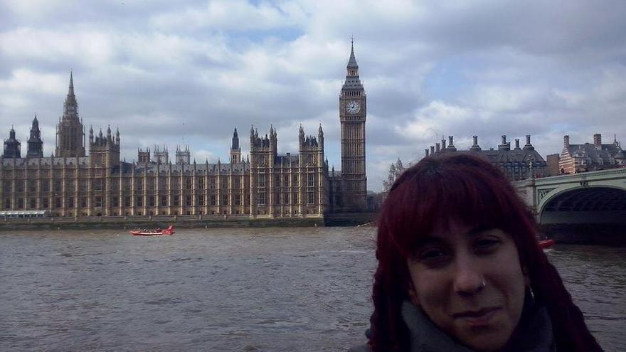 Pilar en Londres, desde donde ella (además de otros muchos exiliados) no podrán votar el 24 de mayo