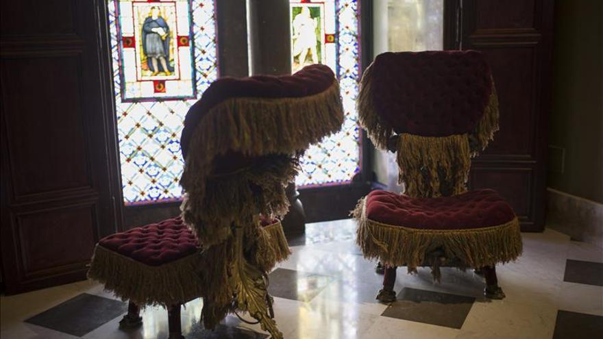 El Palau Güell abre una exposición de muebles modernistas y exhibe obras de Gaudí