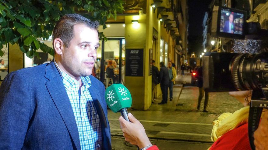 El portavoz de Vox, Onofre Miralles, durante una entrevista en la campaña electoral