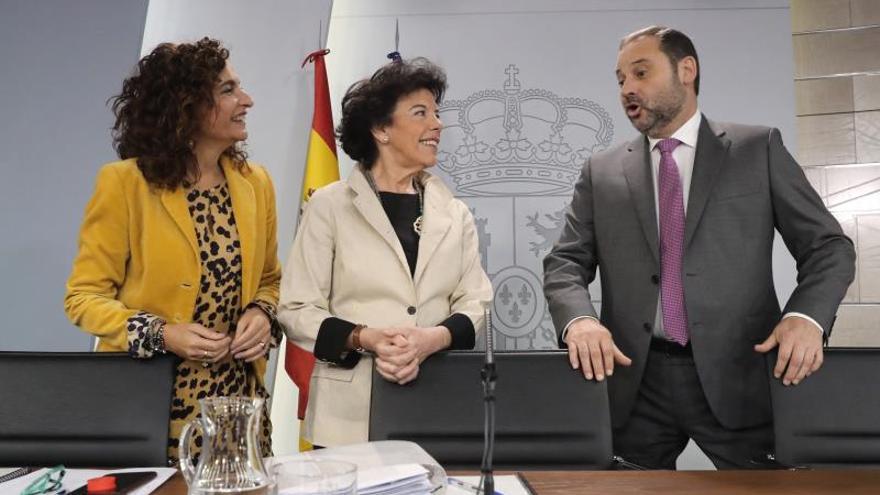 """Celaá apela a la """"responsabilidad"""" de PDeCAT y ERC para apoyar el Presupuesto"""
