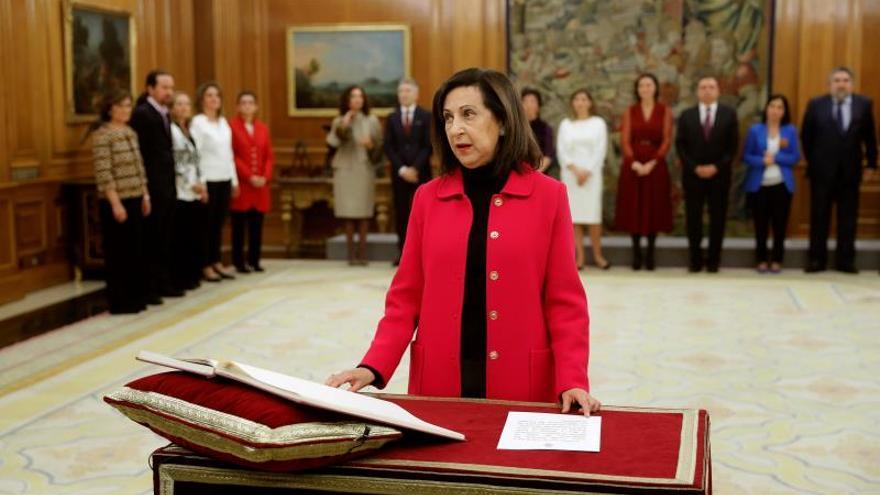 La ministra de Defensa, Margarita Robles, jura su cargo durante el acto celebrado en el Palacio de Zarzuela en Madrid este lunes 13 de enero de 2020.