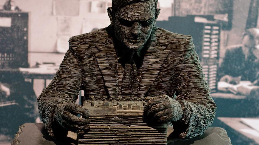 Estatua de Alan Turing en Bletchley Park, realizada por Stephen Ketlle en 2007. Richard Gillin