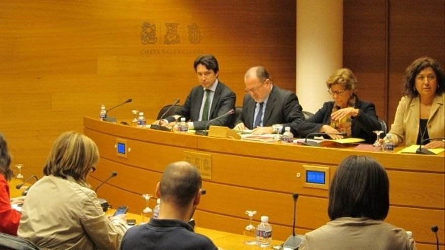 Una sesión de la comisión de investigación de Emarsa en las Corts Valencianes en 2012.