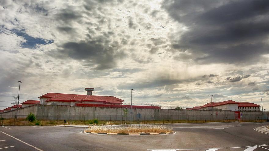 Un total de 28 etarras abandonan el régimen más duro en prisión y otros 27 han sido acercados con Marlaska en Interior