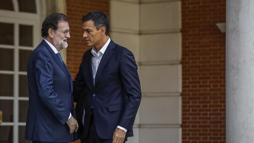 """El PSOE reitera a Rajoy """"todo su apoyo"""" y marca distancia con Podemos"""