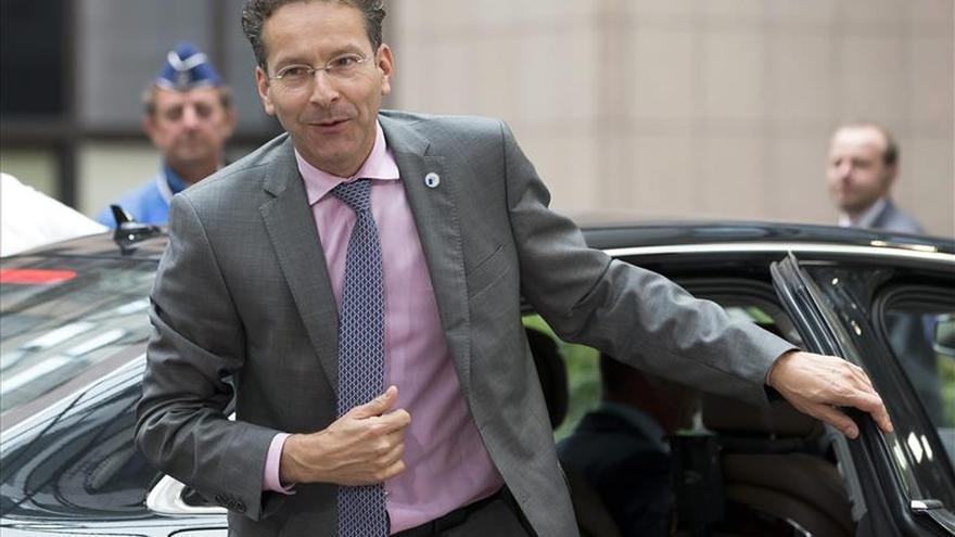 El Eurogrupo elegirá mañana a su presidente entre De Guindos y Dijsselbloem